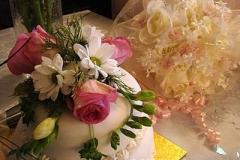 cake_with_fresh_flowers_400_11440c