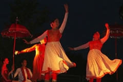 three_kathak_dancers_2501