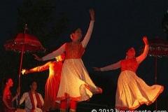 three_kathak_dancers_400_101cf4
